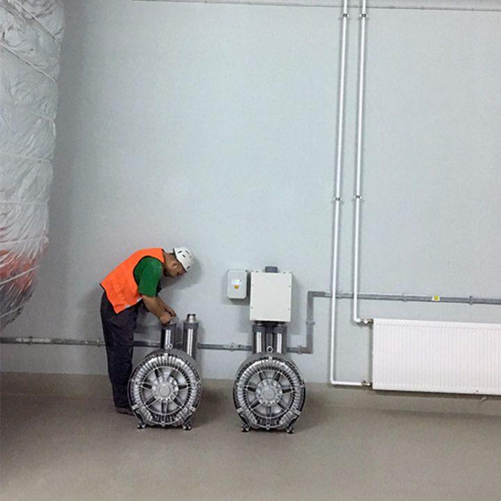 Воздуходувки системы пневмопочта Swisslog 200 мм в грузовом терминале Москва-Карго