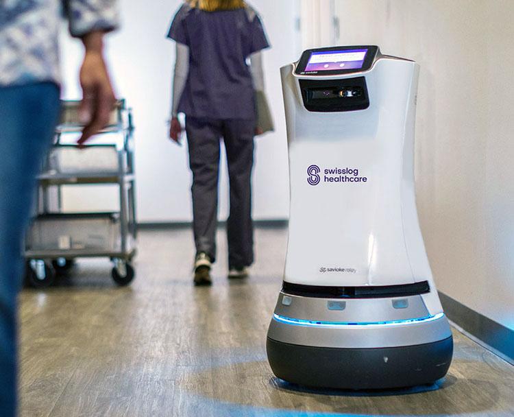 Автономный транспортный робот Relay Swisslog в больнице
